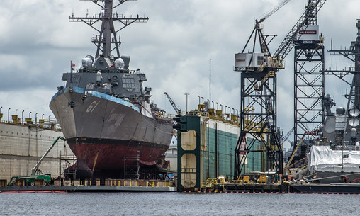 The U.S. Navy guided missile destroyer USS Ramage (DDG-61) in a floating dry dock at the Norfolk Naval Shipyard, Virginia (USA), on 25 May 2012.